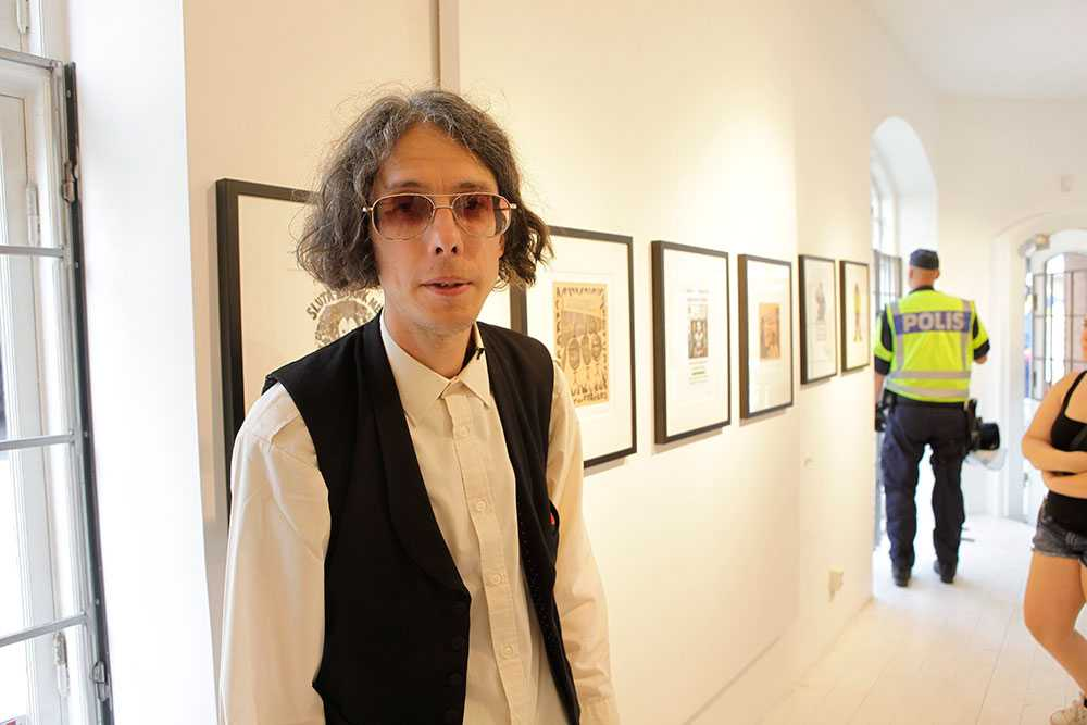 Polisen slog till mot ett galleri på Generalsgatan i Malmö. Konstnären Dan Park omhändertogs.
