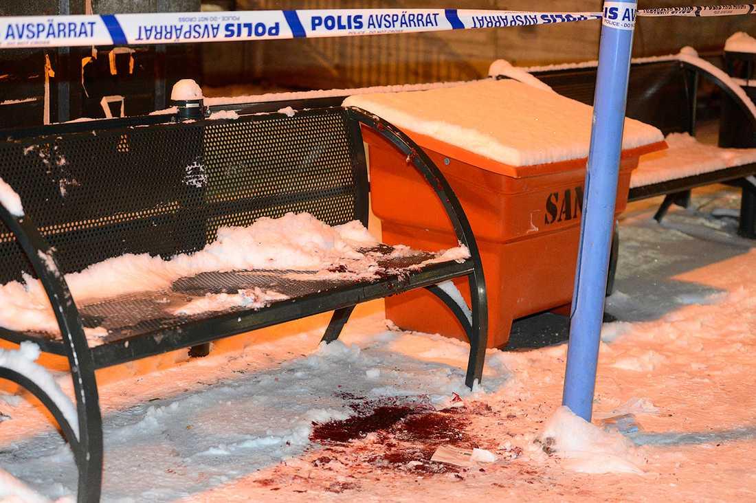 Enligt uppgift till Aftonbladet har polisen säkrat bevismaterial i form av telefoner och kläder på platsen.
