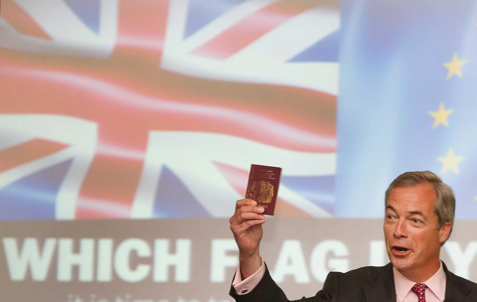 Nostalgitripp när britter får blåa pass