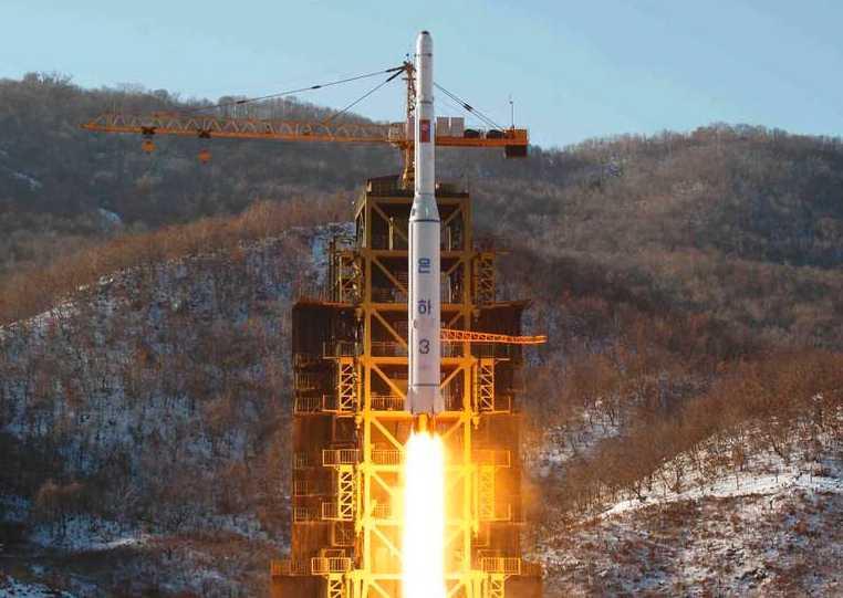 En av Nordkoreas tidigare raketuppskjutningar under 2012.
