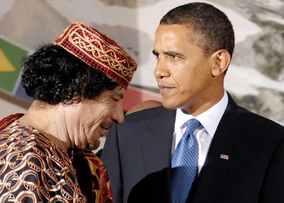 Barack Obama träffade Muammar Gaddafi under ett toppmöte 2009. Nu är den libyske diktatorn under hård press från USA.