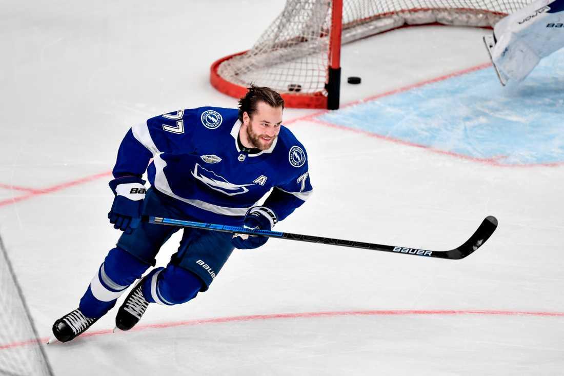 """Om Victor Hedman vill spela som sig själv på nästa generations konsoler får han vänta till nästa år innan det kommer ett optimerat """"NHL""""-spel från Electronic Arts. Arkivbild."""