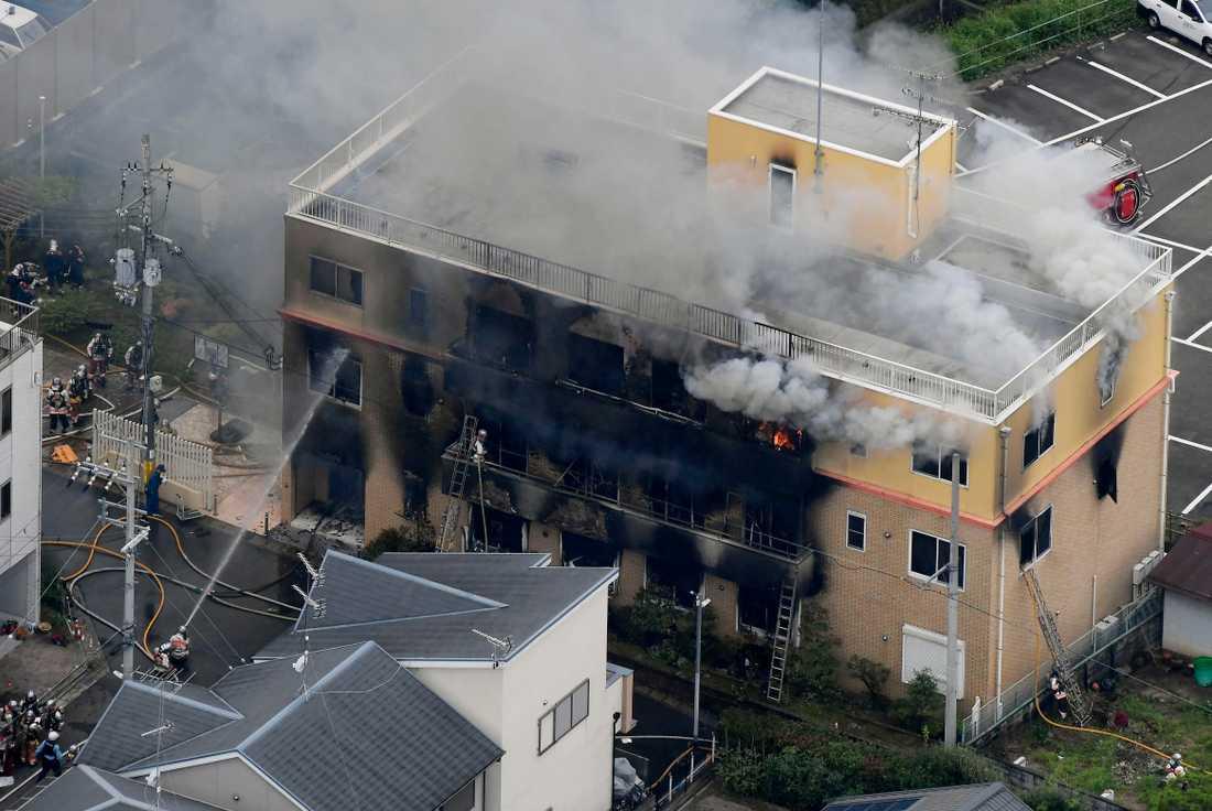 Flera har dödats och många skadats efter en svår brand i en japansk filmstudio.