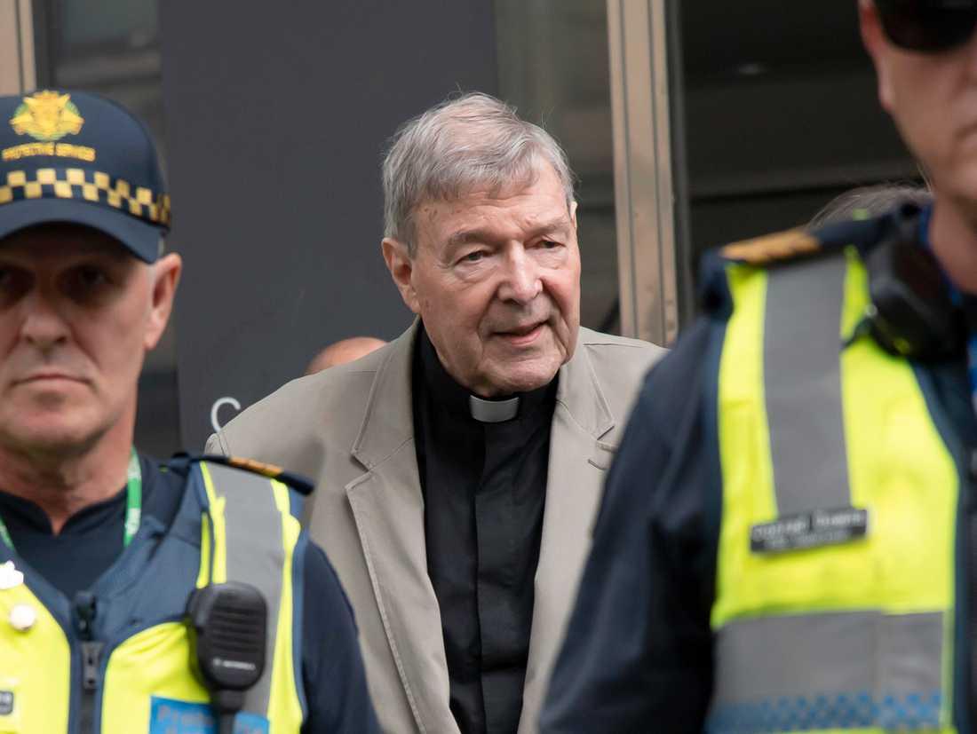Kardinal George Pell utanför domstolen i Melbourne i februari 2019.