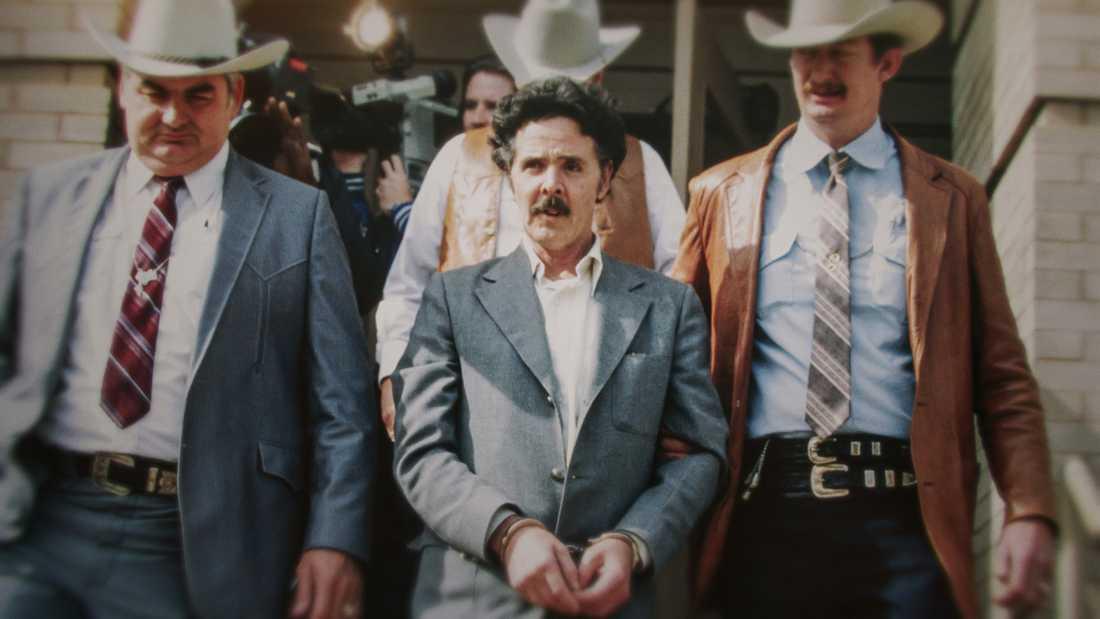 Henry Lee Lucas omringad av Texas rangers.