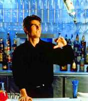 """Tom Cruise blandade med fart i filmen """"Coctail""""."""