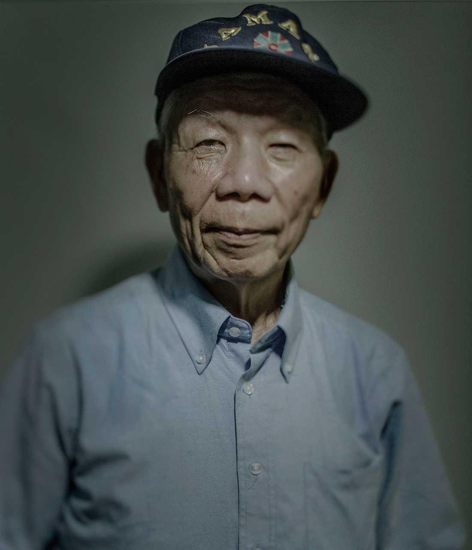 Ishi Todashi, 75, var inte i skolan den dagen eftersom han hade långt dit. När han kom hem fann han stora delar av sin familj allvarligt brännskadade. Han har fortfarande egna kraftiga ärr kvar som minne från dagen då atombomben briserade.