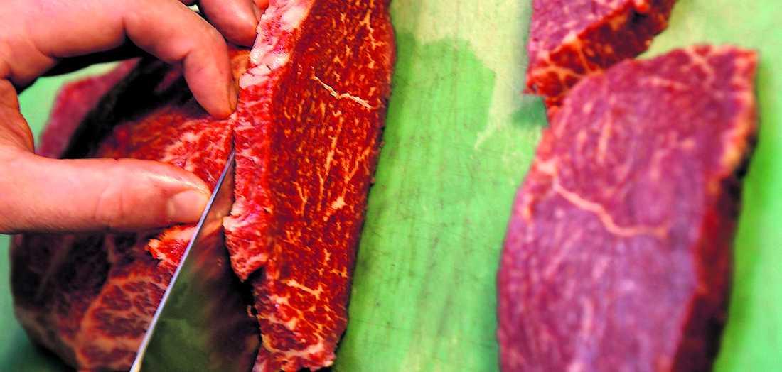 Kan orsaka stroke En ny studie visar att risken att drabbas av hjärt-kärlsjukdom och stroke ökar om man äter för mycket kött.