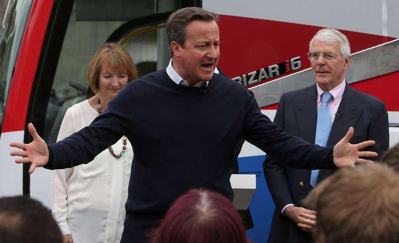 OMFAMNAR EUROPA Premiärminister David Cameron kampanjade in i det sista, tillsammans med bland andra sin föregångare John Major.
