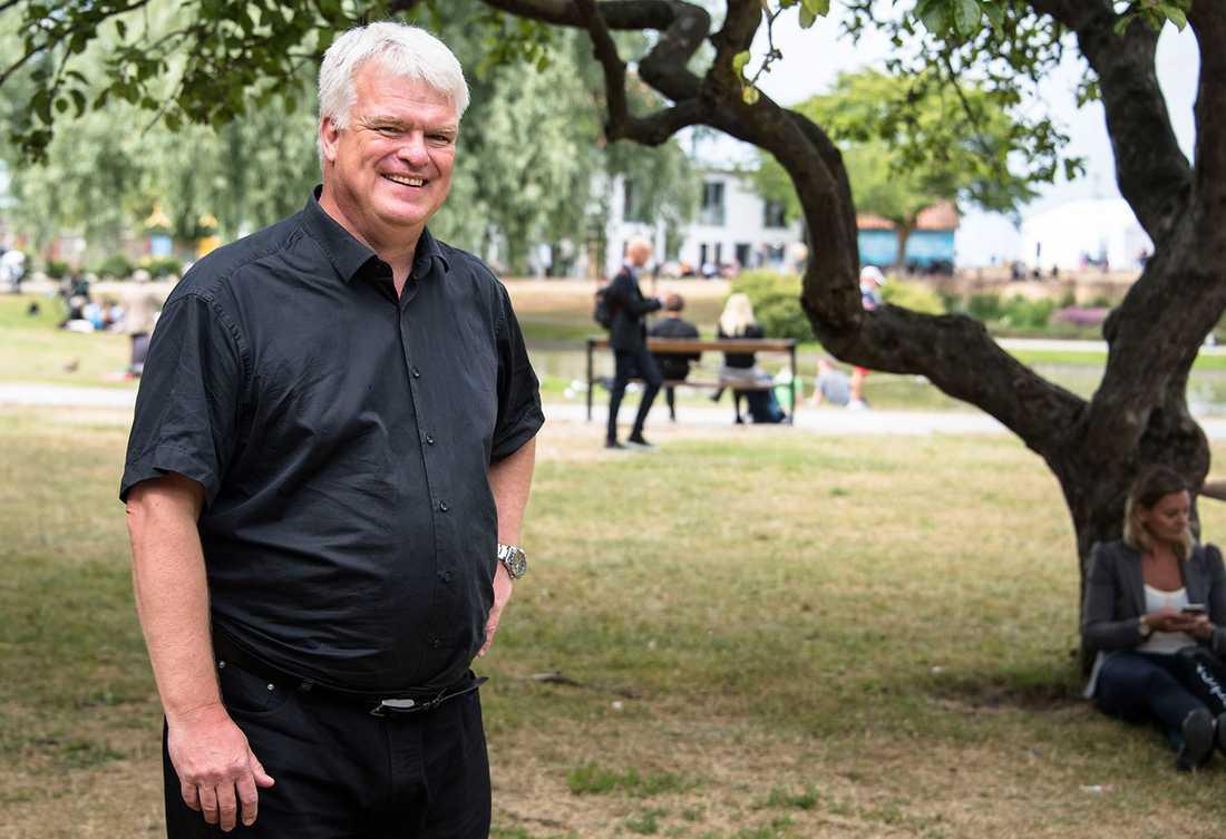 """""""Vi vill hylla det svenska musikundret som stimulerar ungdomar och gör att vi kan synas över hela världen"""", säger Michael Arthursson, C:s partisekreterare."""