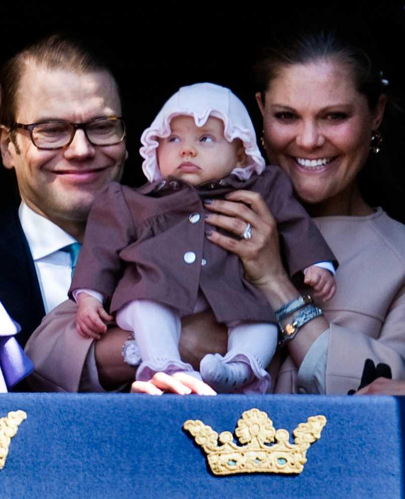 När morfar Kungen fyllde 66 år dök hon upp tillsammans med mamma och pappa iklädd kappa från franska Dior.
