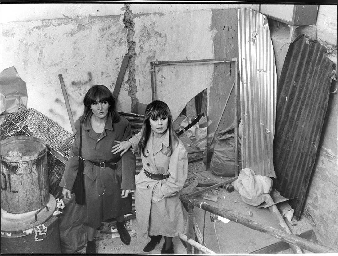 """Inspelningen av """"Sköna juveler"""".  Kim Anderzon,  och Lena Nyman. 1984"""