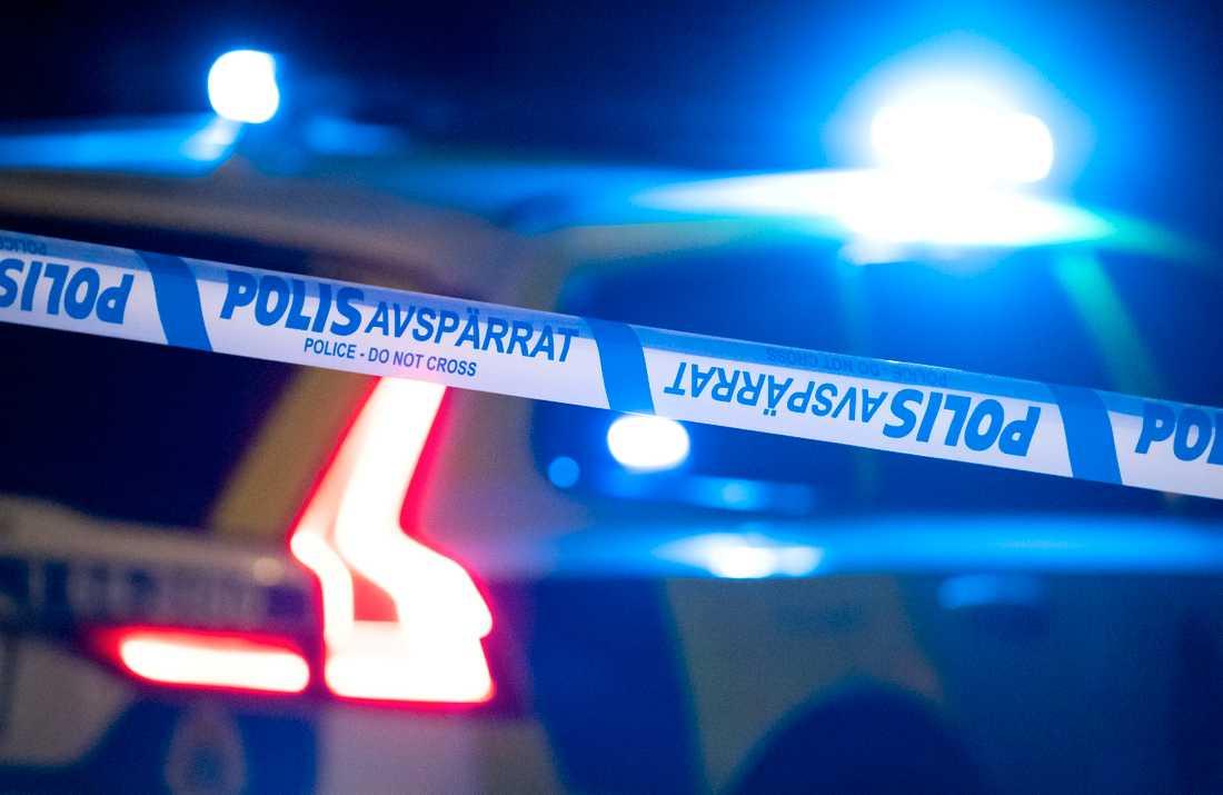 Tre personer fick föras till sjukhus efter ett rån mot en fest i Tyresö under natten mot lördag. Arkivbild.