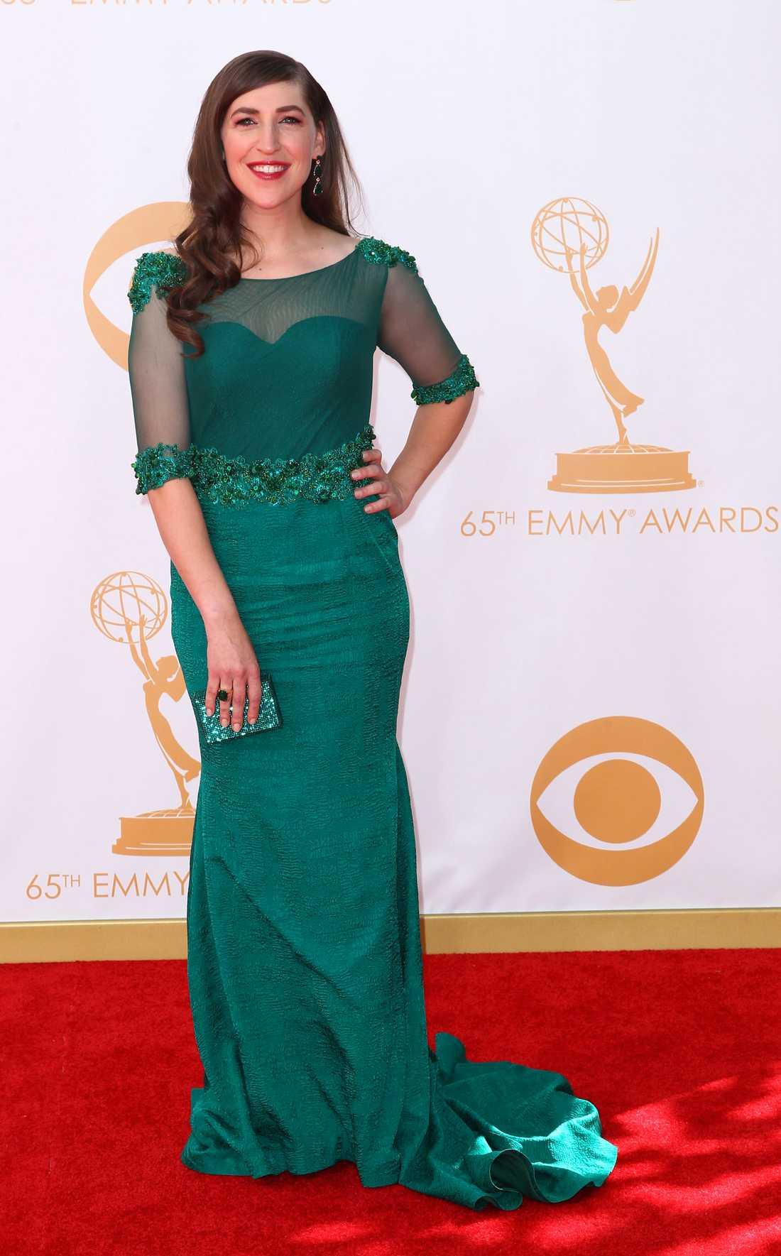 """Mayim Bialik """"Big bang""""-Mayim såg ut som en gudinna i smaragdgrön stass från Oliver Tolentino."""