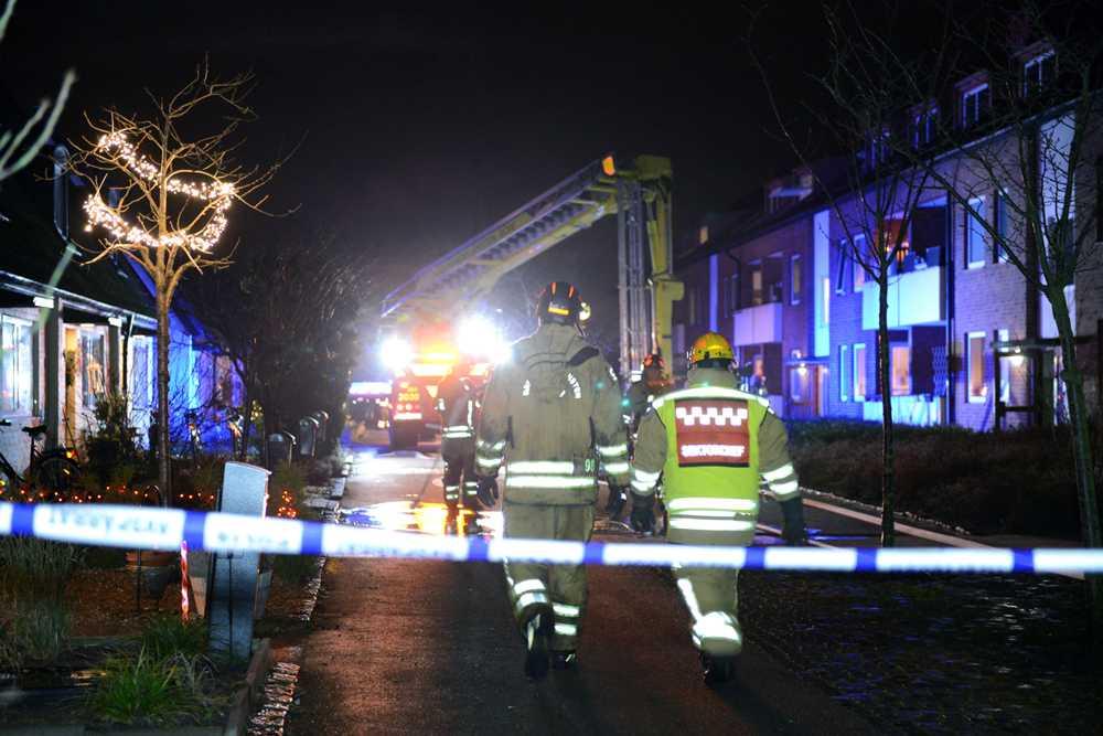Åtta boende fick evakueras från ett flerfamiljshus på Fridhemsgatan under natten i Ystad sedan  en brand utbrutit på vinden.