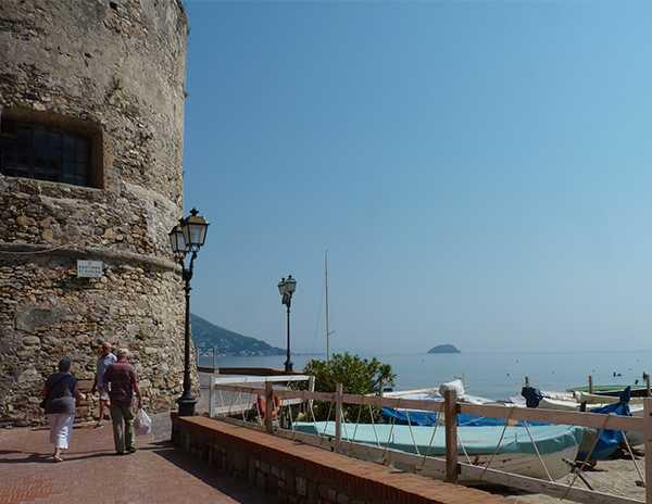 Upplev charmiga och mysiga badortern – Laigueglia