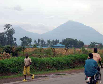 Vägarna i Rwanda är fina och cykelvänliga.