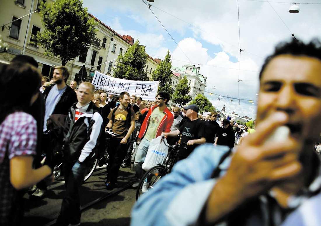 """""""VI VILL INTE HA FRA"""" Tusen personer deltog i en protestmarsch mot FRA på Avenyn i Göteborg."""