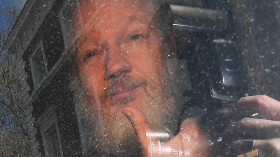 Julian Assange i fredags, när han precis gripits på Ecuadors ambassad i London.