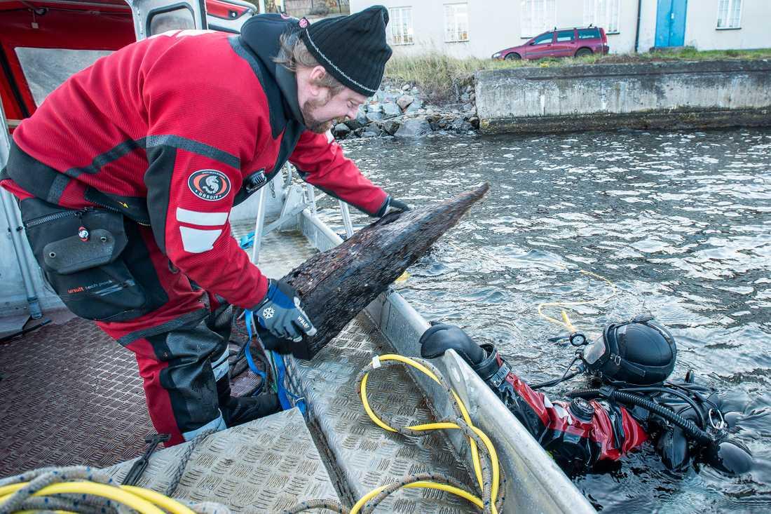 Ett örlogsfartyg från 1600-talet har hittats i vattnet utanför Vaxholm.