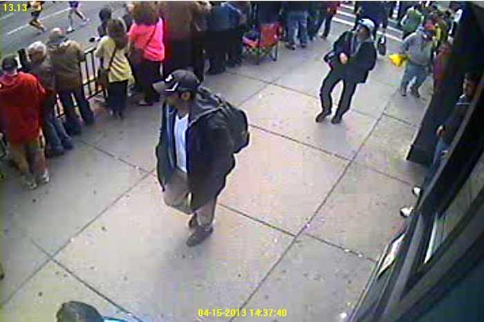 En av dem dödadesi eldstriden och den andre, Dzjochar A Tsarnajev, 19, jagas nu av polisen  Foto: AP/FBI