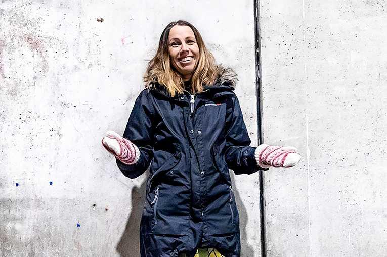"""Åsa Axelsson gick in i väggen och bestämde sig för att sluta jobba. Hennes bok om erfarenheterna – """"Jag lämnar ekorrhjulet"""" – har startat en het debatt. Forskarna Charlotta Hedberg och Marco Eimermann ska bedriva ett flerårigt forskningsprojekt om hållbar utveckling och intervjua bland annat downshifters och andra människor som lever i frivillig enkelhet."""