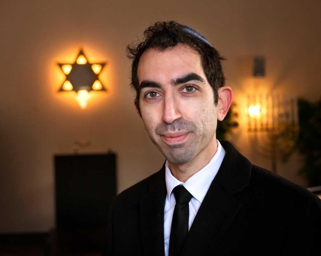 Hillel Lavery-Yisrael är rabbin i Göteborgs judiska församling. Han har tagit emot så många grova hot och trakasserier att han överväger att flytta från Sverige. – Som jude i Göteborg är man väldigt utsatt, säger han.