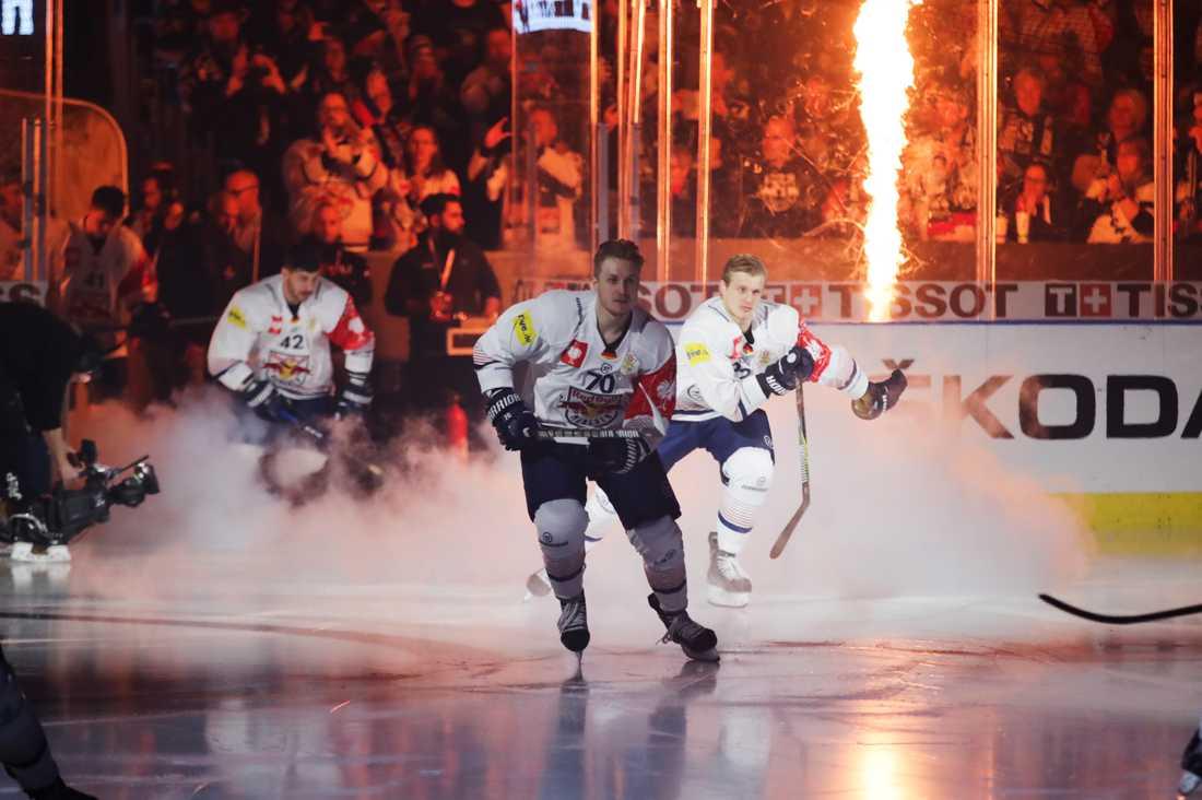 Red Bull München intar isen under en CHL-match mot Frölunda.
