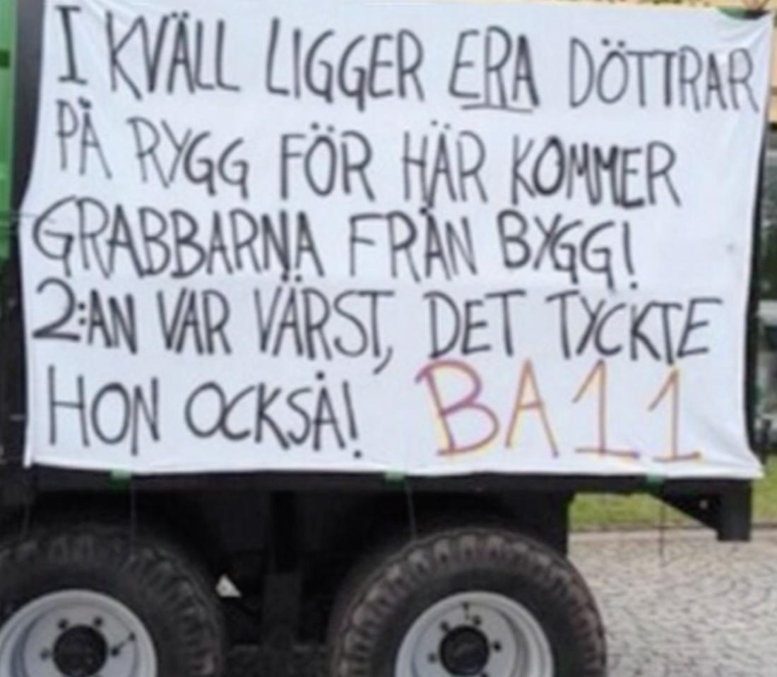 Studentflaket från ett byggprogram i Åtvidahus 2014 fick mycket kritik.