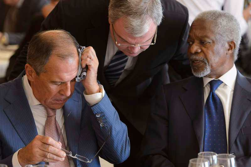Svettiga förhandlingar Rysslands utrikesminister Sergei Lavrov och Arabförbundets sändebud Kofi Annan var med och tog fram planen för hur den syriska regimen ska stoppas.