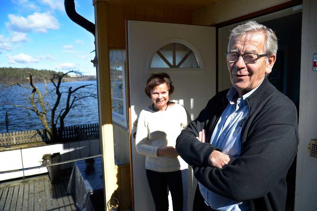 """""""De som  bor i mer välsituerade områden sätter större värde på båt och vatten"""", säger Peter Althin, som bor i en bostadsrätt i Mälarhöjden med hustrun Birgit."""
