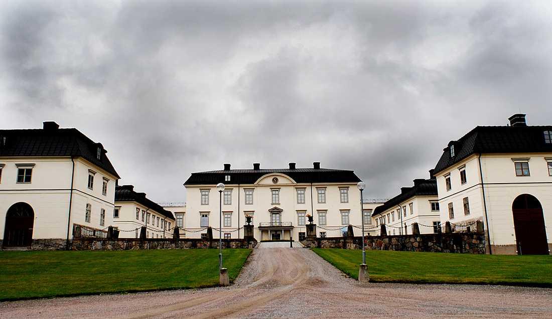 Mikael Sackleen flyttade in i köksflygeln på Rosersbergs slott, norr om Stockholm – ett av de slott han i egenskap av fastighetschef själv ansvarade för.