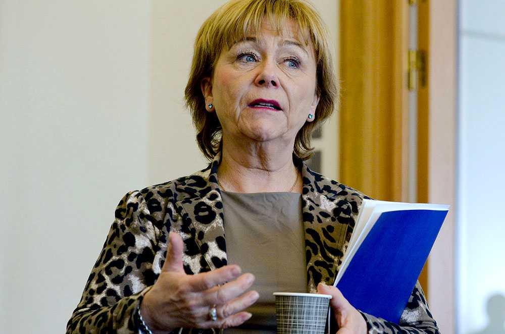 Beatrice Ask vill undersöka LO-fackens bidrag till Socialdemokraterna. Men det är knappast statens uppgift att ha synpunkter på hur föreningar spenderar sina pengar.