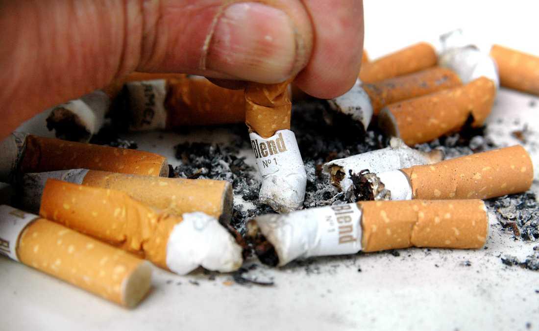 Sex miljoner cigarretter har förts in till Sverige och undanhållits från skatt, enligt åtalet i Eksjö tingsrätt.