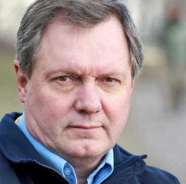 Roger Carlsson, avhoppat Jehovas vittne, har fått fram 40 fall av övergrepp på barn.
