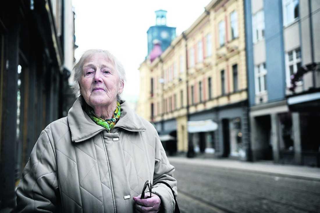 """Birgit Engström, 86, tycker att det är på tiden att vallöftena riktar sig till hennes åldersgrupp. """"Men jag tror inte på politikernas löften alls. De håller i allmänhet inte vad de lovar."""""""