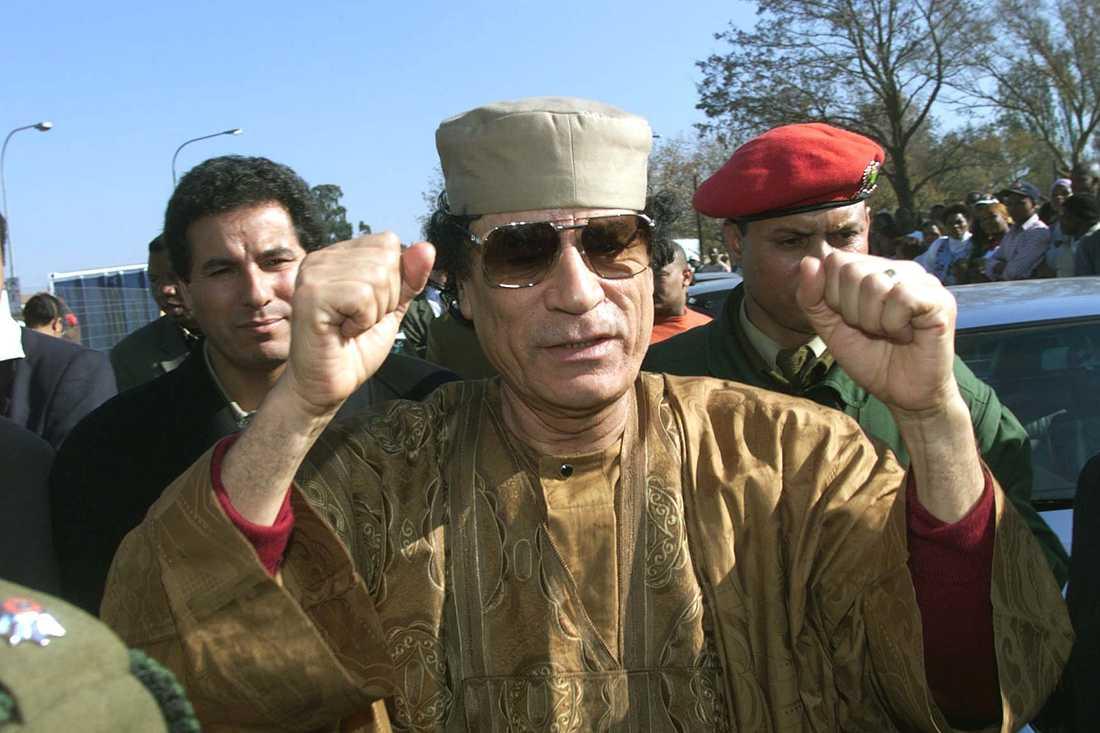 Gaddafi på besök i Sydafrika 1999. Den libyske ledaren ville gärna se sig som en ledarfigur för hela Afrika.