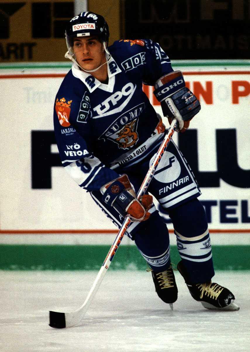 En ung Teemu Selänne i finska landslaget.