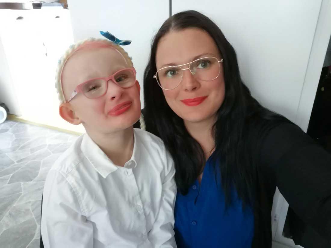 Malin, 28, med sin dotter Alwa.