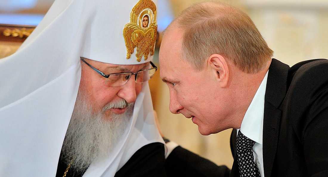 Vladimir Putin i samspråk med patriarken av rysk-ortodoxa kyrkan.