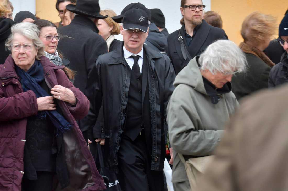 Här tar Robert Gustafsson farväl av sin älskade vän.