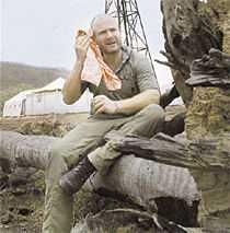 berättar för första gången Hans Fahlén är just nu i Australien för att spela in  Camp Molloy  för TV 4. I morse berättade han för Aftonbladet om sin mamma som gick bort i cancer.   Sjukdomen upptäcktes sent, det tog ett halvår, säger Hans, som poängterar vikten av att samla in pengar.