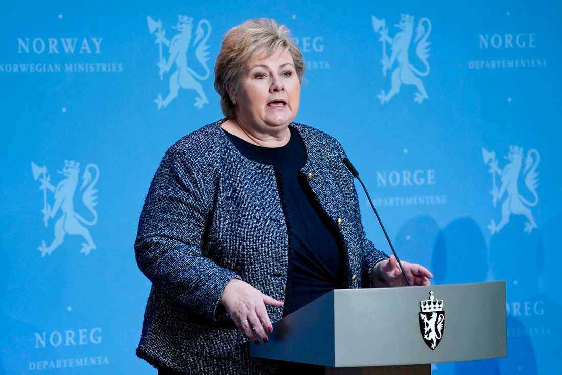 Norges statsminister Erna Solberg under regeringens dagliga presskonferens på fredagen.