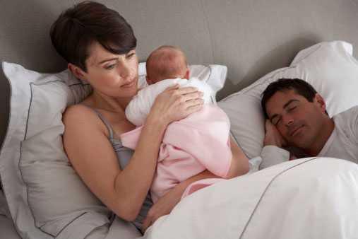 Härligt, härligt, men farligt, farligt... att låta bebin sova i samma säng.