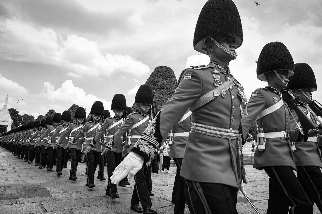 Kungliga hedersvakten utanför Grand Palace i Bangkok.