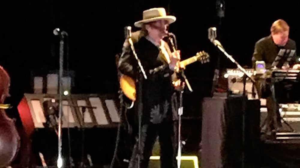 Bob Dylan under lördagens konsert i Stockholm.