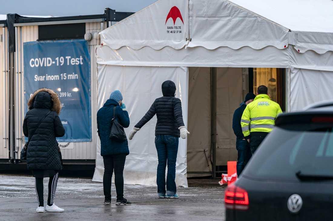 Arbetspendlare till Danmark kan ta gratis snabbtest i Hyllie. Tidigare var testet giltigt i en vecka, men nu sänker den danska regeringen dess giltighet till tre dagar. Arkivbild.
