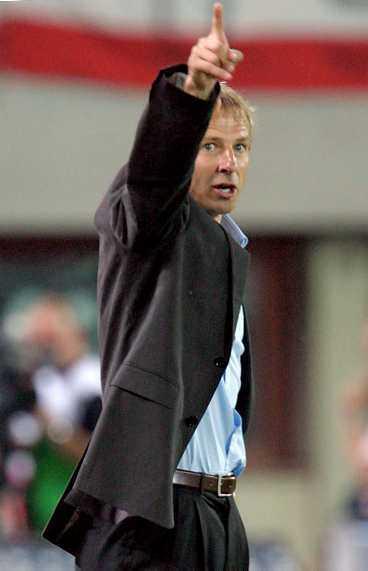 orolig VM på hemmaplan närmar sig men Klinsmann känner inte att han klarar landslaget själv.