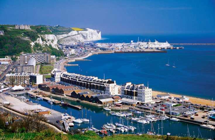 Billigt med semester i Storbritannien Här kuststaden Dover i Kent i södra England.