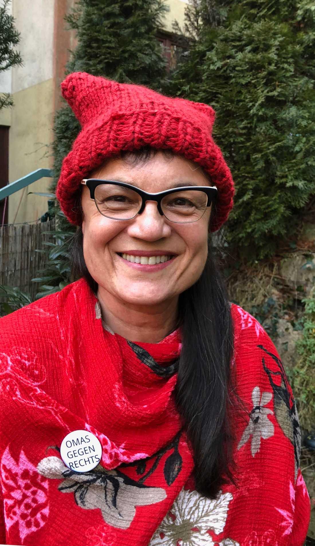 """Karin Hilliard är en av kvinnorna bakom """"Omas gegen rechts"""", som protesterar mot rasism och främlingsfientlighet i Österrike."""